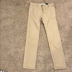H&M's skinny fit khaki pants